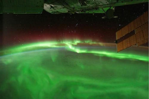 a photograph of a green aurora