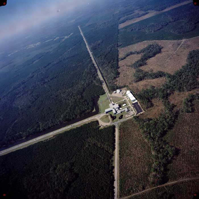 http://spaceplace.nasa.gov/ligo-g-waves/livingston-aerial-ligo-lrg.en.jpg