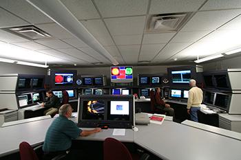Dentro del Centro de Predicción del Clima Espacial.