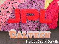 Closeup of JPL/Caltech logos on float.
